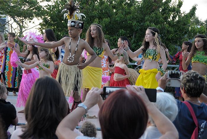 Démo de danse tahitienne à la Fête de la musique 2015