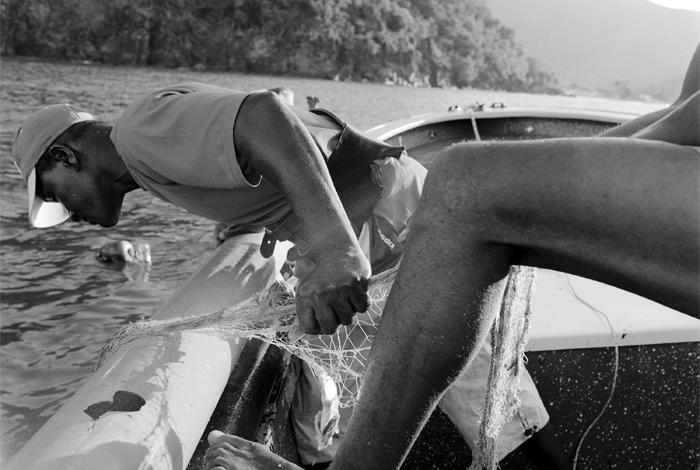 photo de deux pêcheurs