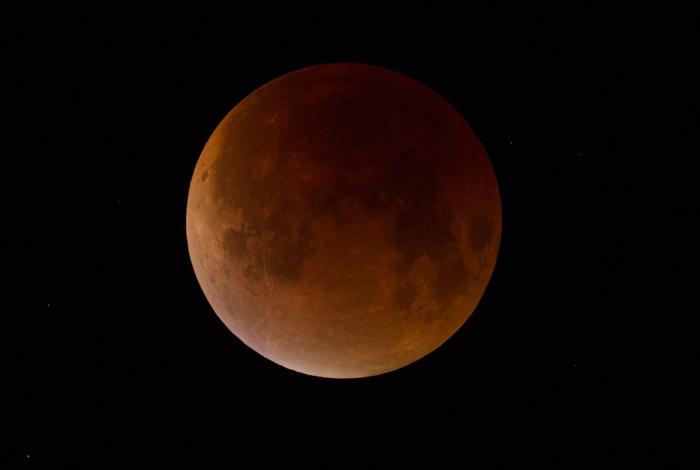 Observez l'éclipse de lune avec Sterenn !