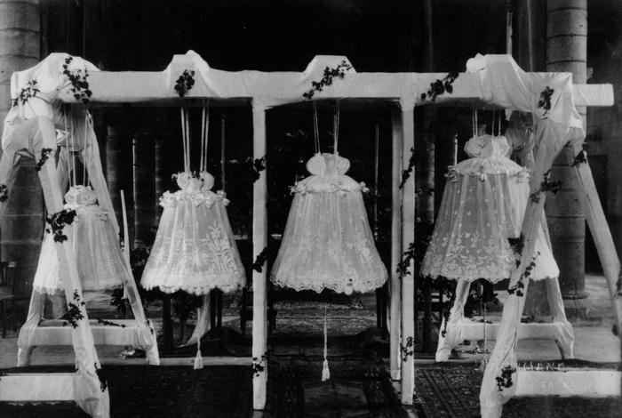 Photo d'archive du baptême des cloches de Quéven en 1947 (DR)