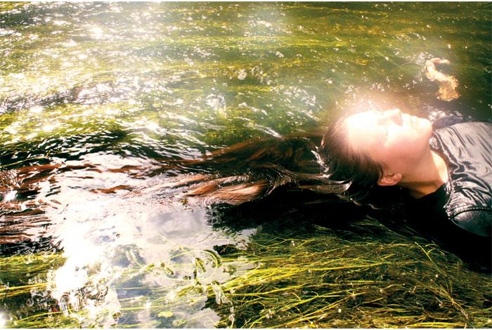 Atelier de mise en photographique «Des Préraphaélites dans les bois», photo animé par Marta Morice