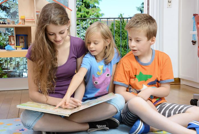 Baby Sitting : Un listing de jeunes à votre disposition
